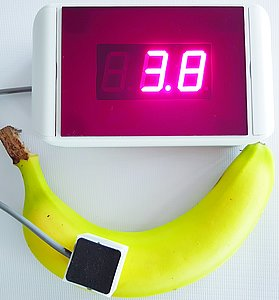 Banana to which a color sensor is connected